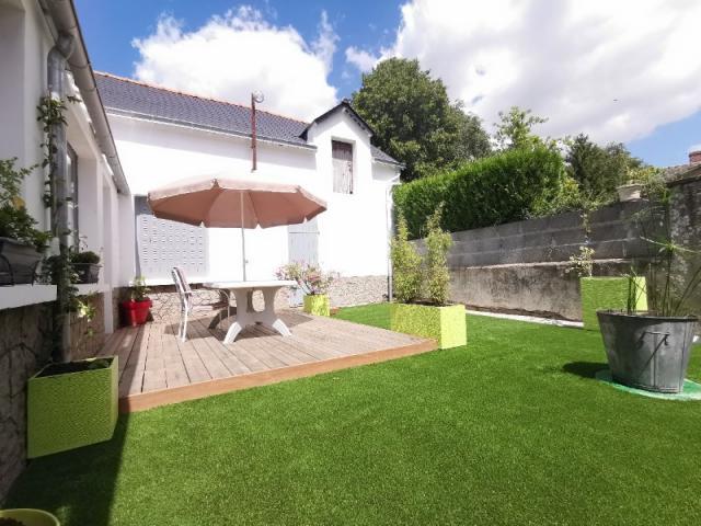 Garden staging : création d'une terrasse bois et pelouse synthétique